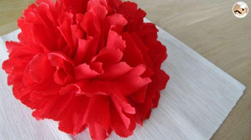 fleur en papier crépon pour votre table de fêtes !