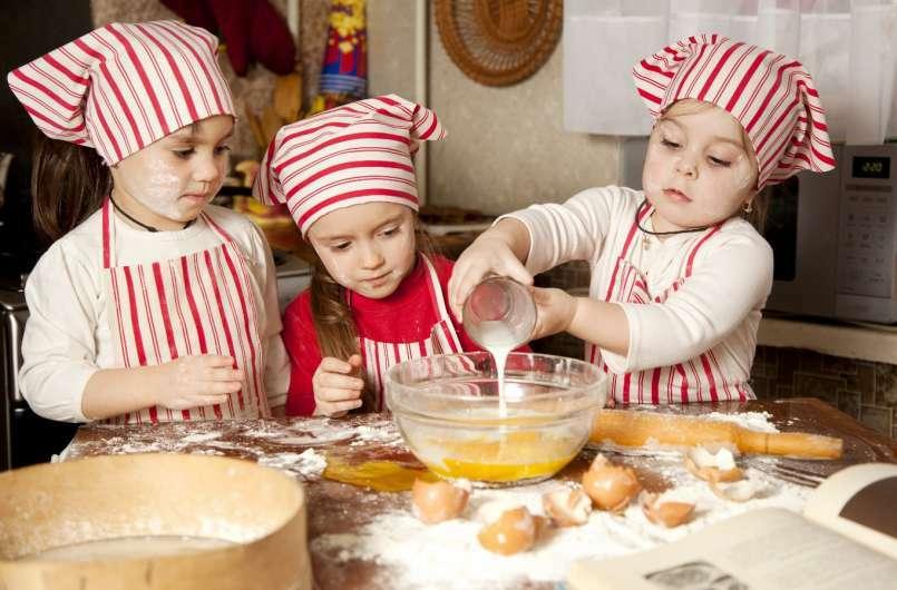 cuisiner avec les enfants pour d velopper leur go t des aliments. Black Bedroom Furniture Sets. Home Design Ideas