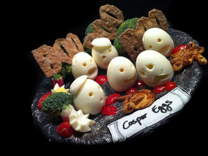 Halloween casper eggs recette ptitchef - Aperitif dinatoire halloween ...