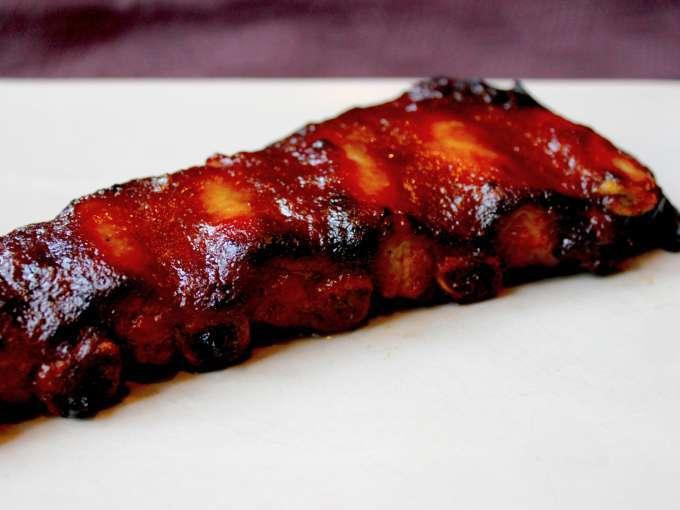 Bbq ribs ou travers de porc marin et grill recette ptitchef - Comment cuisiner le porc ...