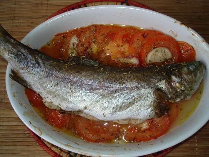 Truite au four la proven ale petite recette de ma poissoni re recette ptitchef - Comment cuisiner la truite au four ...