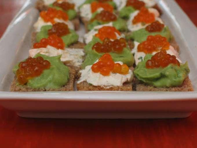 Canap s d 39 oeufs de saumon l 39 avocat au fromage frais for Canape saumon