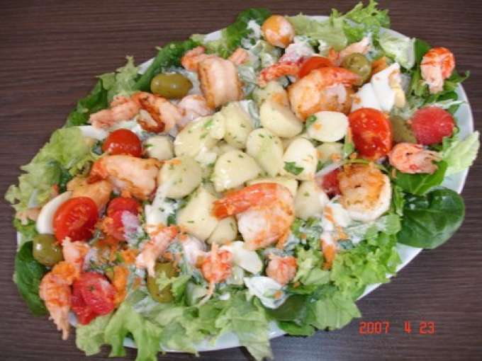 Assiette de salade l g re aux scampis past que et melon for Entrees legeres faciles