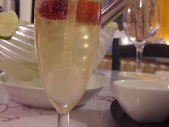 Cocktail au champagne et citron vert recette ptitchef for Cocktail au champagne