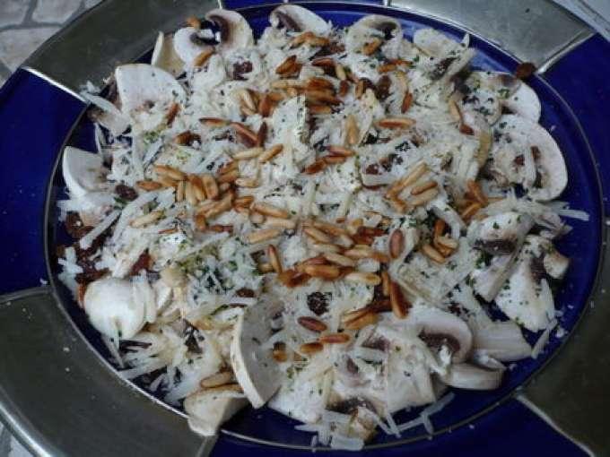 salade de champignons de paris raisins et parmesan recette light recette ptitchef. Black Bedroom Furniture Sets. Home Design Ideas
