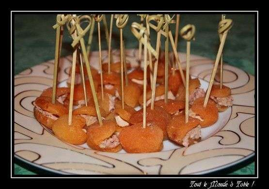 abricots moelleux farcis au foie gras en amuses bouche recette ptitchef. Black Bedroom Furniture Sets. Home Design Ideas