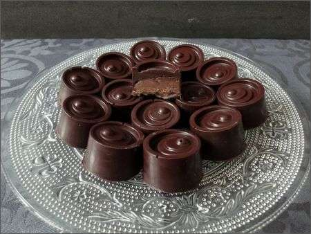 bonbon chocolat fourr s l 39 orange confite au pralin. Black Bedroom Furniture Sets. Home Design Ideas
