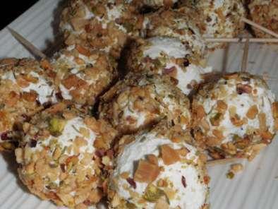 Bouchées de raisin au fromage de chèvre frais, pistache et cacahuéte