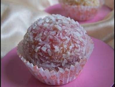 Boules fondantes à la noix de coco et confiture ( pâtisserie marocaine  )