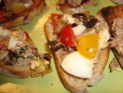 brunchetta thon uf olives noires ou brunchetta ch vre jambon cru recette ptitchef. Black Bedroom Furniture Sets. Home Design Ideas