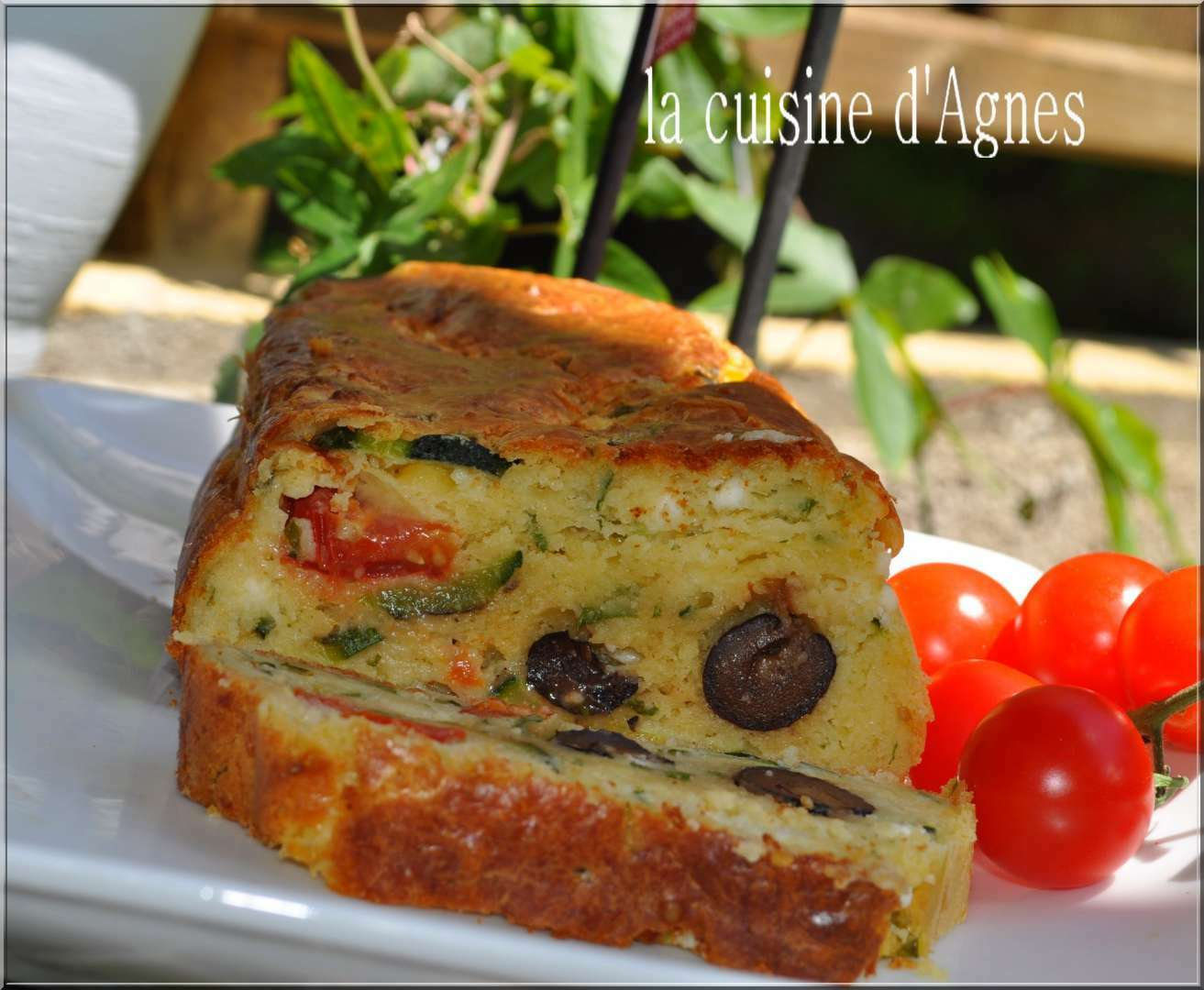 cake courgette feta tomates olives recette ptitchef. Black Bedroom Furniture Sets. Home Design Ideas