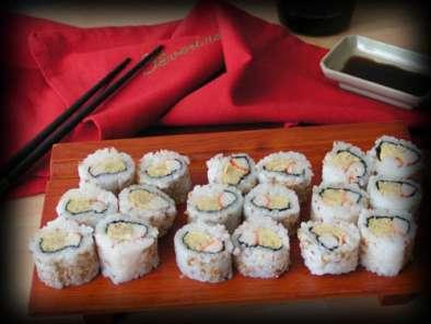 california roll ou maki sushi invers recette ptitchef. Black Bedroom Furniture Sets. Home Design Ideas