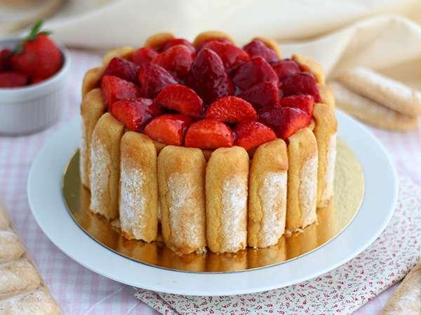 Charlotte aux fraises facile et rapide recette ptitchef - Jeux de charlotte aux fraises cuisine gateaux ...