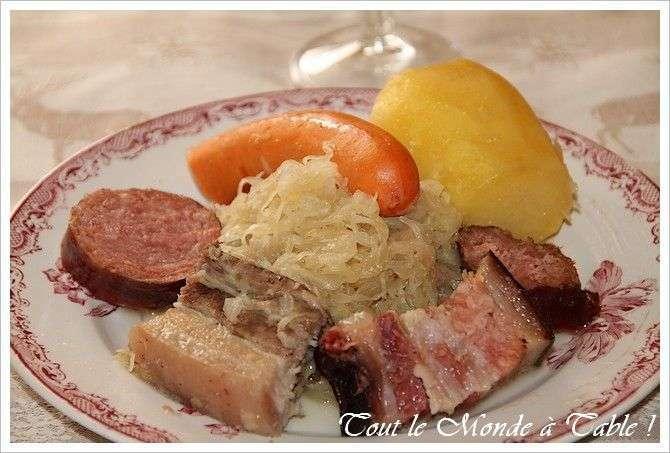 Choucroute alsacienne traditionnelle recette ptitchef - Alsace cuisine traditionnelle ...