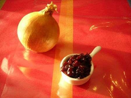 confiture d 39 oignons au vin rouge pour les f tes foie gras recette ptitchef. Black Bedroom Furniture Sets. Home Design Ideas
