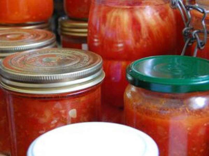 Conserves De Tomates Pelees Et De Sauce Tomates Recette Ptitchef
