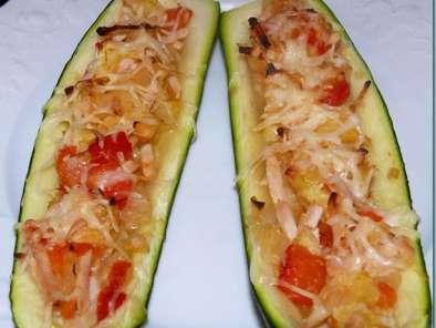 Courgettes farcies aux poivrons et oignons