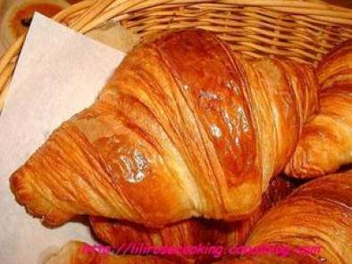 https://www.ptitchef.com/imgupl/recipe/croissants-au-beurre-parisiens--md-373929p600992.jpg