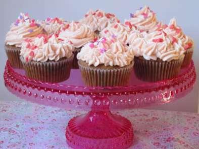 cupcakes au chocolat et gla age cr meux la vanille recette ptitchef. Black Bedroom Furniture Sets. Home Design Ideas