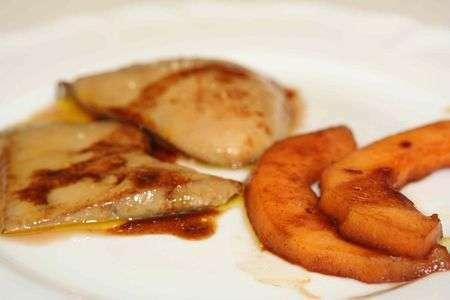 escalopes de foie gras frais po l es au melon flamb au porto recette ptitchef. Black Bedroom Furniture Sets. Home Design Ideas