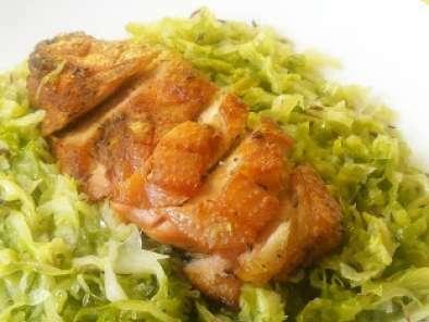 Filet d 39 oie sur un lit de chou vert recette ptitchef - Comment cuisiner un choux vert ...