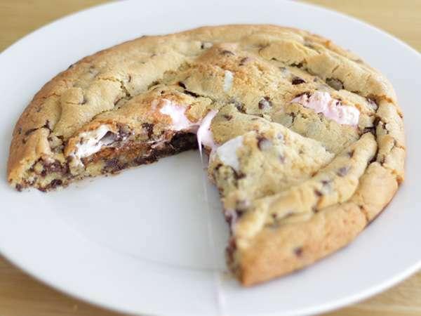 gâteau cookie géant aux marshmallows - recette ptitchef