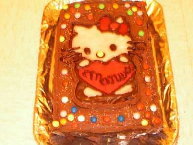 g teau d 39 anniversaire au chocolat avec d co hello kitty recette ptitchef. Black Bedroom Furniture Sets. Home Design Ideas