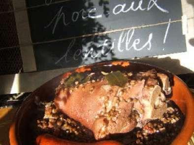 Jarret de porc aux lentilles vertes du puy tomates et thym recette ptitchef - Comment cuisiner les lentilles vertes ...