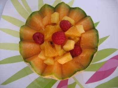 La simplissime salade de fruits dans sa coupe de melon recette ptitchef - Coupe de salade de fruits ...