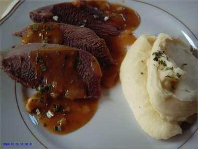 Langue de boeuf sauce piquante recette ptitchef - Comment cuisiner la langue de boeuf ...