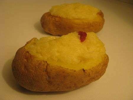 les pommes de terre farcies au micro onde recette ptitchef. Black Bedroom Furniture Sets. Home Design Ideas