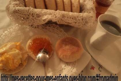 ma recette des muffins anglais fait maison recette ptitchef. Black Bedroom Furniture Sets. Home Design Ideas