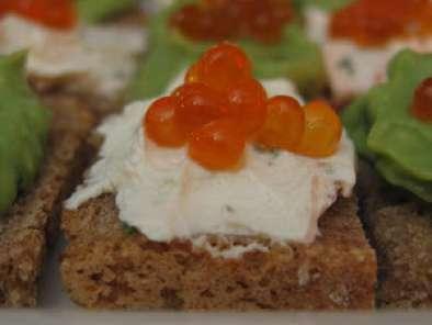 Canap s d 39 oeufs de saumon l 39 avocat au fromage frais for Canape au fromage