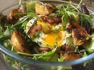 menu des gones recettes lyonaises la salade lyonnaise recette ptitchef. Black Bedroom Furniture Sets. Home Design Ideas