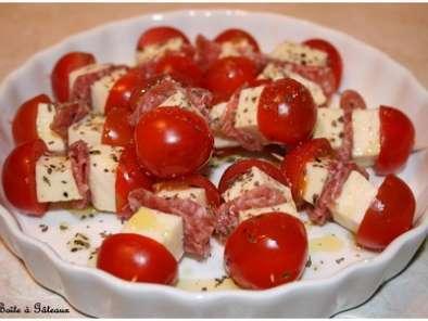Mini brochettes tomates cerises mozza recette ptitchef - Comment couper une tomate en cube ...