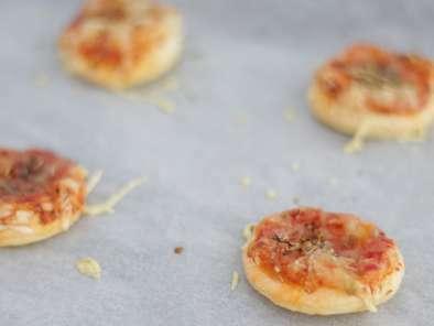 Mini Pizzas A La Pate Feuilletee Recette Ptitchef