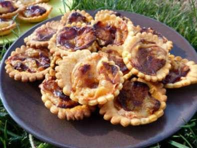 mini tartelettes confit de tomates ch vre ou camembert miel recette ptitchef. Black Bedroom Furniture Sets. Home Design Ideas
