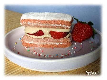 mini tiramisu aux biscuits roses de reims et aux fraises recette ptitchef. Black Bedroom Furniture Sets. Home Design Ideas