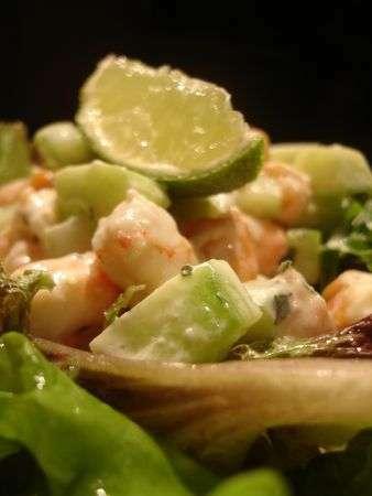 petite salade fra cheur crevettes concombre saumon fum recette ptitchef. Black Bedroom Furniture Sets. Home Design Ideas