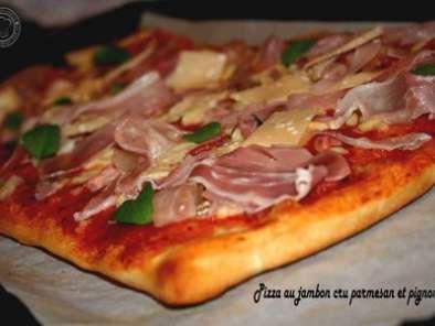 pizza au jambon cru parmesan et pignons de pin recette. Black Bedroom Furniture Sets. Home Design Ideas