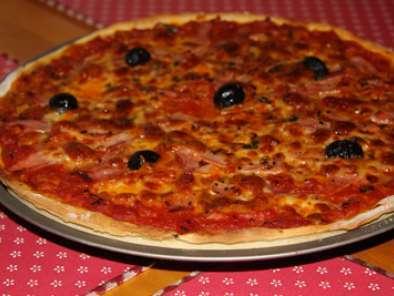 pizza italienne l g re l g re recette ptitchef. Black Bedroom Furniture Sets. Home Design Ideas