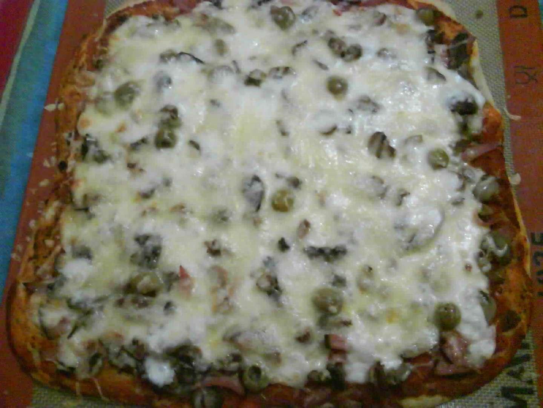 pizza jambon champignon mozzarella et emmental recette. Black Bedroom Furniture Sets. Home Design Ideas