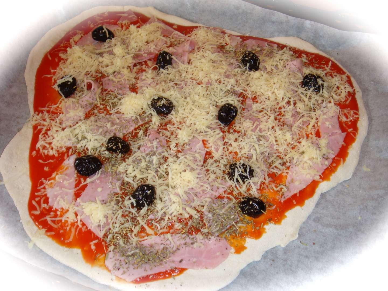 pizza jambon fromage simplissime recette ptitchef. Black Bedroom Furniture Sets. Home Design Ideas