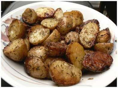 pommes de terre grelot au beurre d 39 ail et fines herbes recette ptitchef. Black Bedroom Furniture Sets. Home Design Ideas