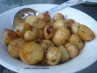 Pommes de terre grelots au beurre d 39 ail et fines herbes recette ptitchef - Pomme de terre au beurre ...