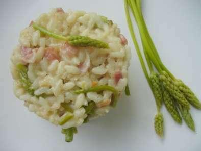 Risotto aux asperges sauvages et aux lardons recette ptitchef - Comment cuisiner les asperges sauvages ...
