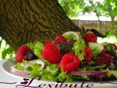 salade aux framboises et l 39 oignon rouge recette ptitchef. Black Bedroom Furniture Sets. Home Design Ideas