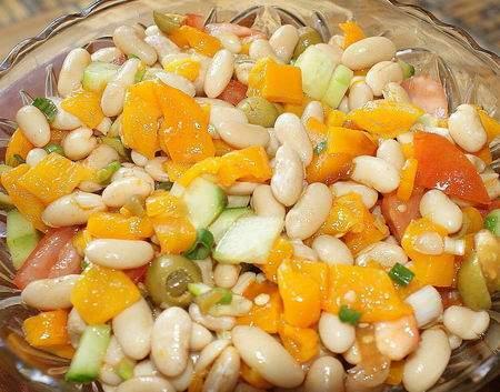 salade aux haricots blancs et poivrons r tis recette ptitchef. Black Bedroom Furniture Sets. Home Design Ideas