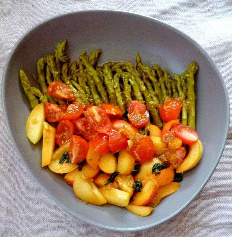 Salade d 39 asperges tomates abricots basilic sauce orange et vinaigre balsamique recette ptitchef - Cuisiner des tomates vertes ...