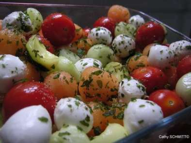 salade de billes de concombre tomates cerises courgettes au curry melon et mozzarella. Black Bedroom Furniture Sets. Home Design Ideas
